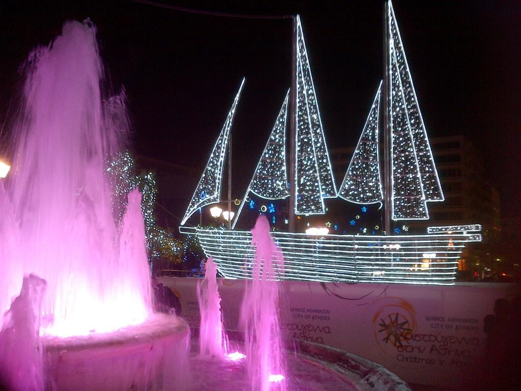 guirlandes des bateaux-voiliers en bois